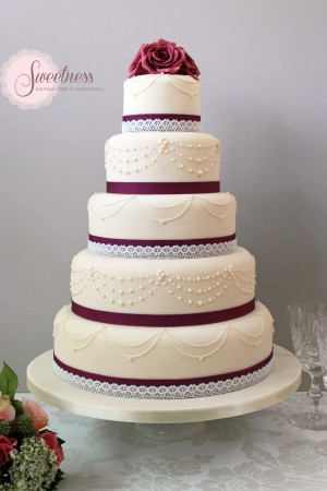 Roses and Pearls wedding cake, statement wedding cakes london, wedding cakes London