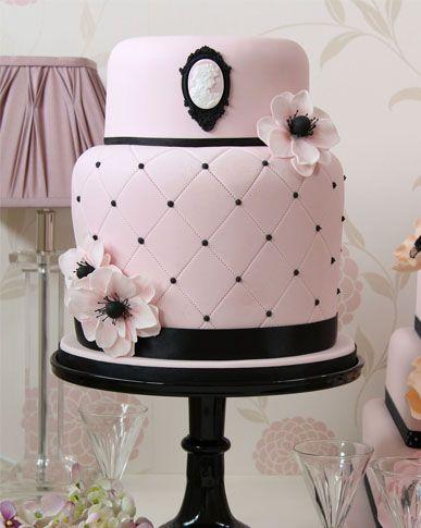 'Fantastic cake, beautifully decorated' - Dunia Amen