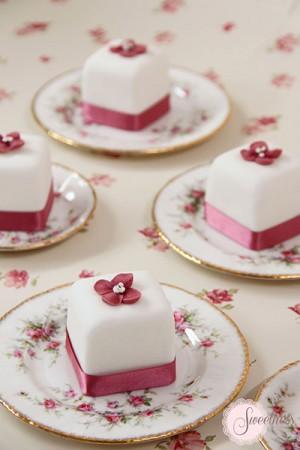 Hydrangea mini cakes, mini cakes London