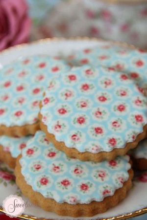 Rose cookies, wedding favours