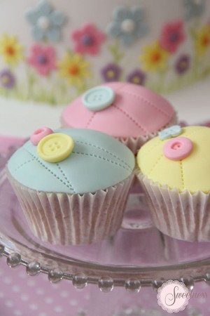 Button and Stitches cupcakes, Party cupcakes