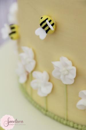 Buttercream Bumble Bee cake
